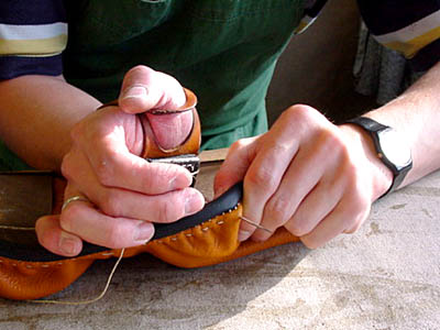 Stübben: sewing the saddle panel
